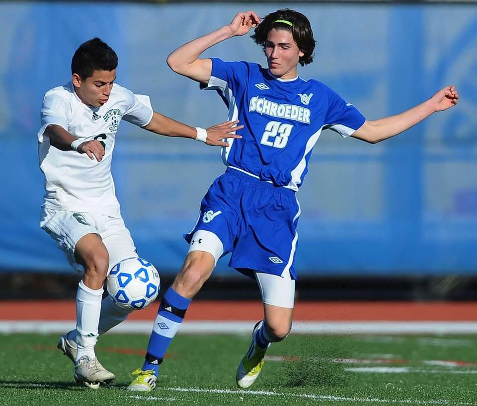 Brentwood's Ever Torres, tries to control the ball