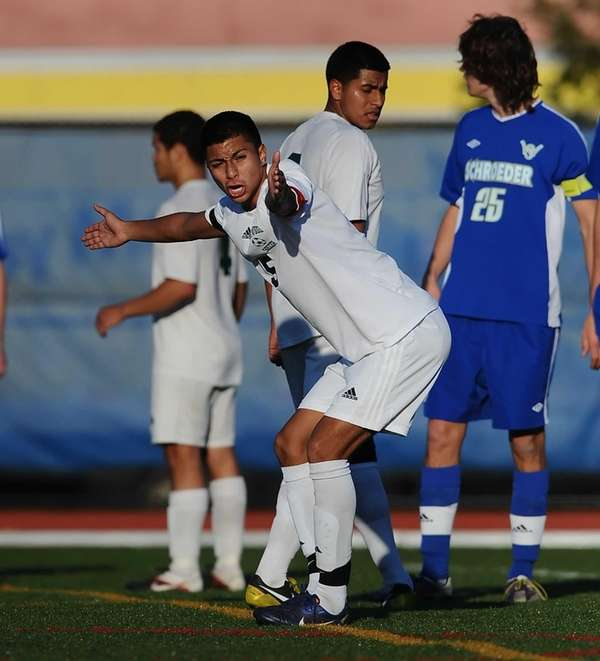 Brentwood's Jeffrey Medina urges the defenders to hold