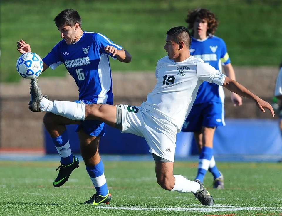 Brentwood's Jonathan Interiano stretches for the ball against