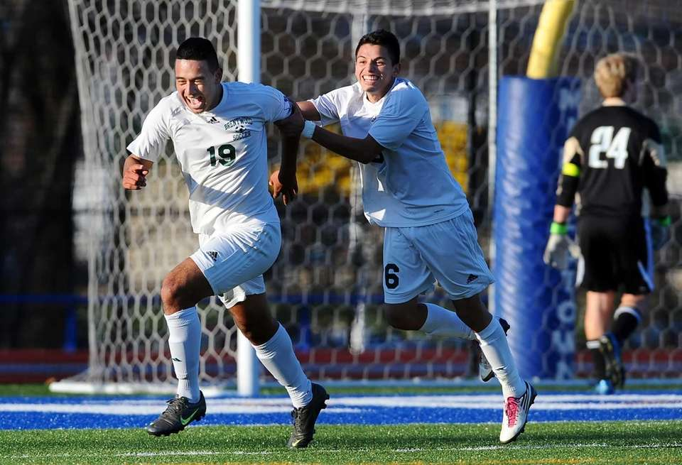 Brentwood's Jonathan Interiano, left, celebrates his goal with