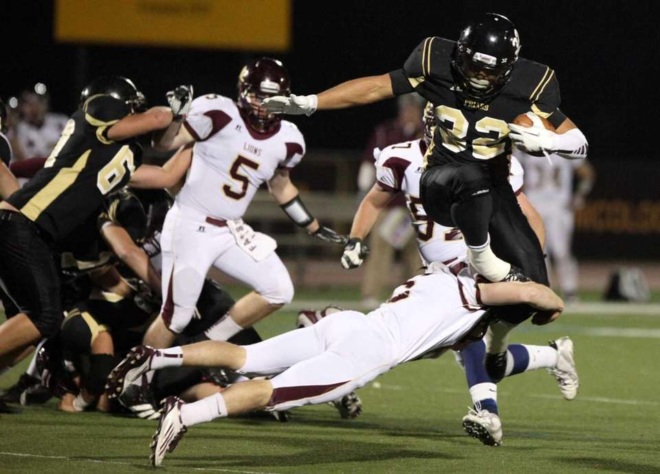 St. Anthony's Anthony Anderson eludes the tackle of