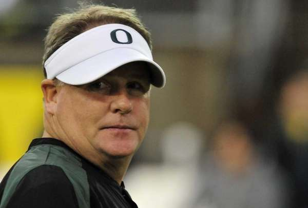 Head coach Chip Kelly of the Oregon Ducks