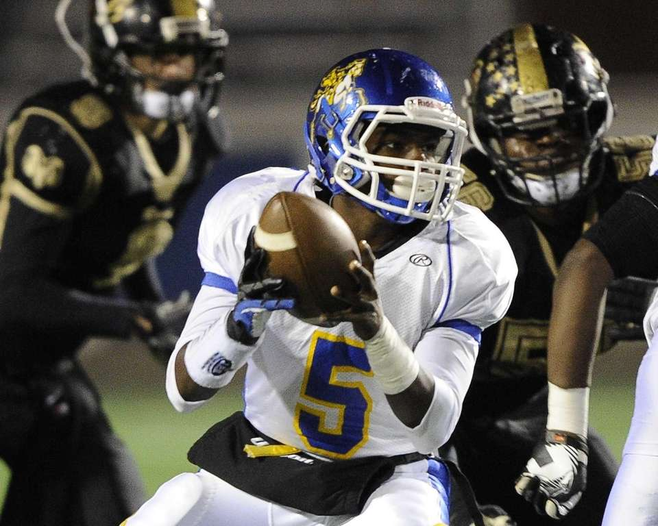 Roosevelt quarterback Justin Terry looks to hand off