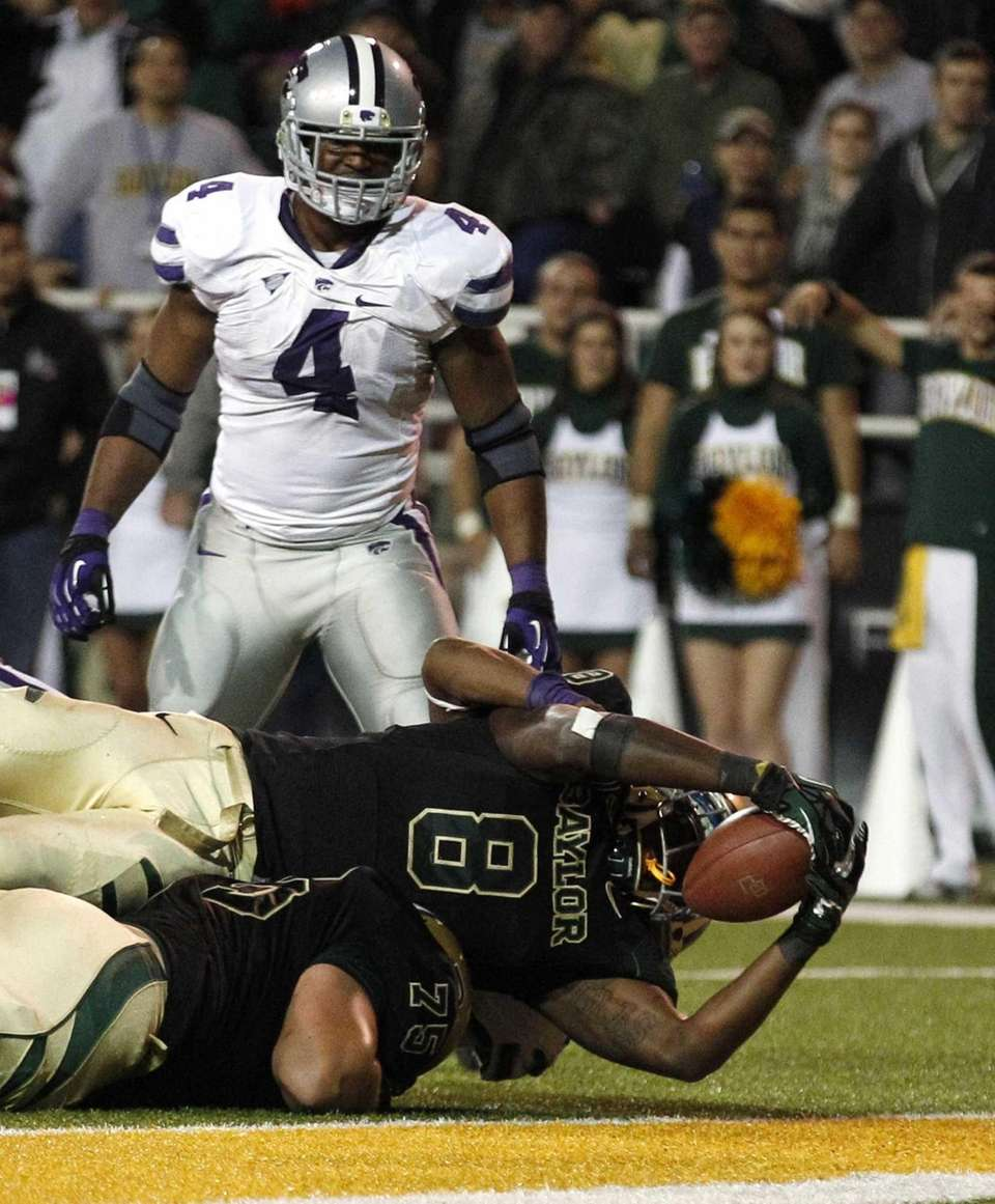 Baylor running back Glasco Martin (8) scores a