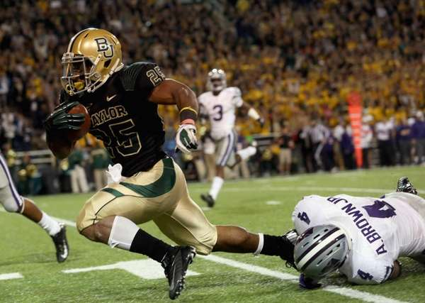 Lache Seastrunk of the Baylor Bears runs the