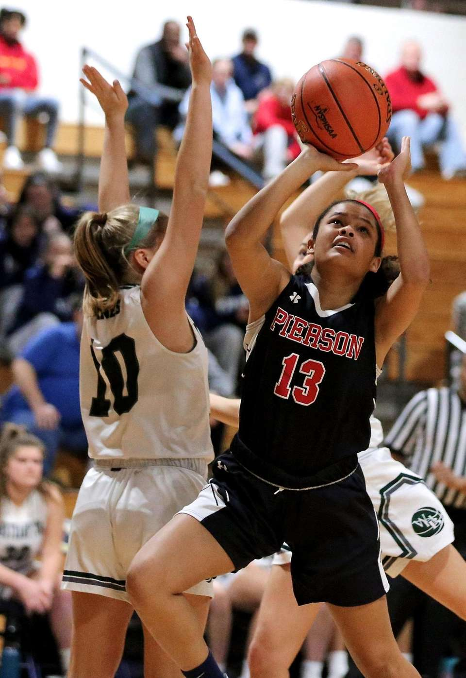Pierson guard Chiara Bedini takes the ball in