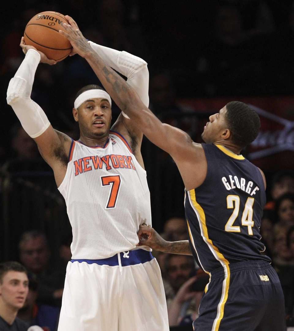 Knicks forward Carmelo Anthony looks to pass as