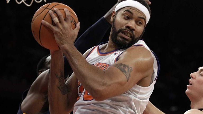 Knicks center Rasheed Wallace pulls down a rebound