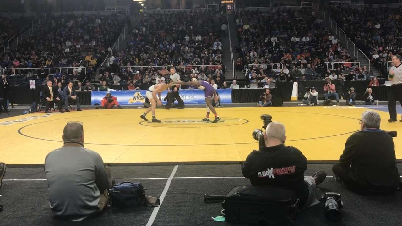 Eastport-South Manor's Zach Redding won by 4-2 decision