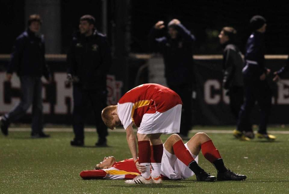 Chaminade players react after losing to Canisius. (Nov.
