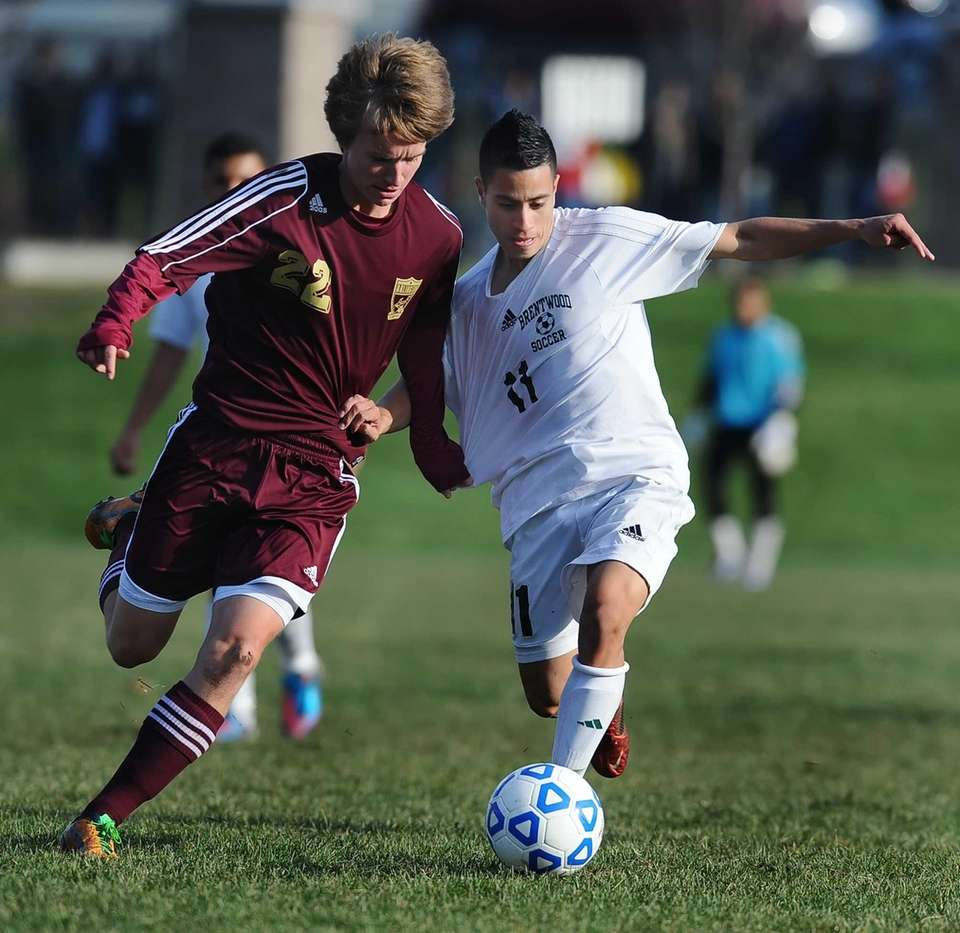 Brentwood's Eric Molina, right, tries to hold off