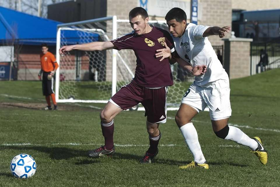 Brentwood's Kevin Diaz, right, battles Arlington's Ryan Miller
