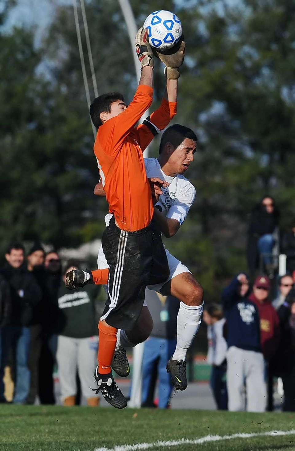 Brentwood's Jonathan Interiano, right, collides with Arlington goalkeeper