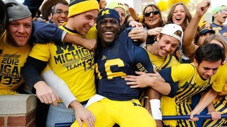 Denard Robinson of the Michigan Wolverines celebrates a