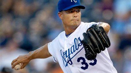 Kansas City Royals starting pitcher Jeremy Guthrie pitches