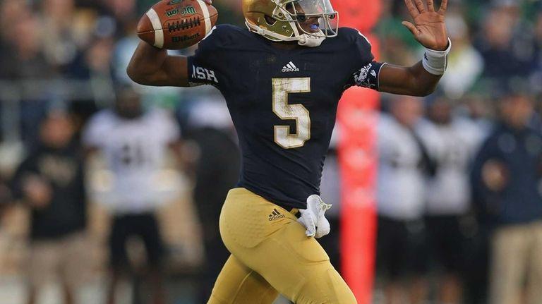 Notre Dame's Everett Golson throws a pass against