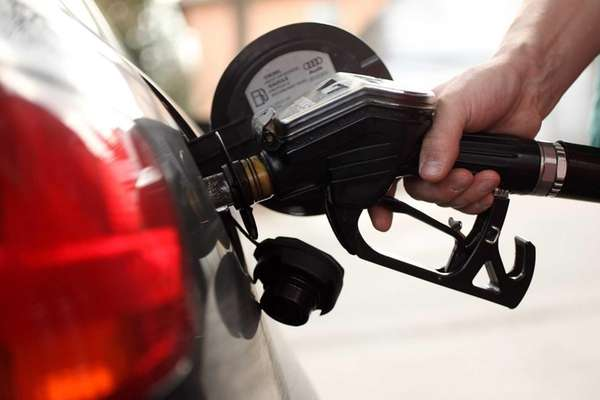 Thanksgiving travelers in 2012 will find gasoline plentiful