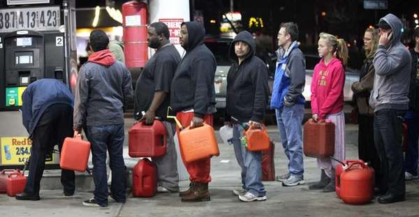 Three days after superstorm Sandy, people wait in