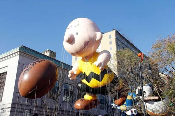 The Charlie Brown balloon floats in the 86th