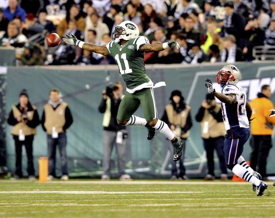 Jeremy Kerley of the Jets leaps for and