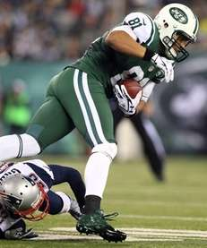 Dustin Keller of the New York Jets tries