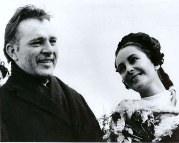 Newlyweds Elizabeth Taylor and Richard Burton arrive in