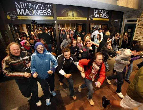 Black Friday shoppers pour into the Valley River