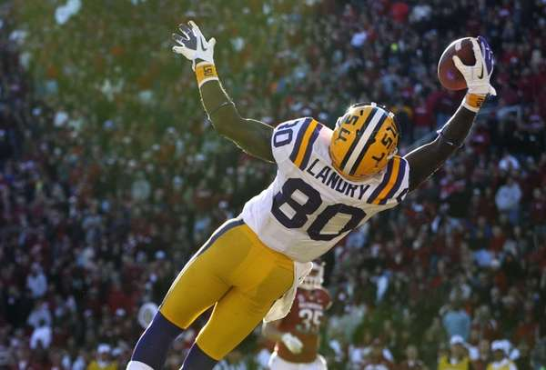 LSU wide receiver Jarvis Landry makes a leaping