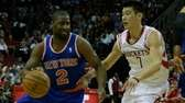 Raymond Felton drives past Jeremy Lin. (Nov. 23,