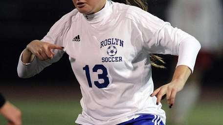 Roslyn's Amanda Green controls the ball during the