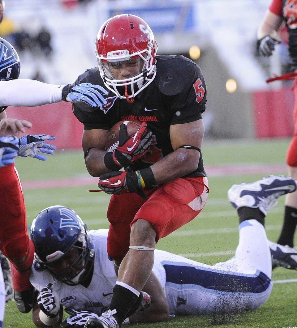 Stony Brook's Miguel Maysonet rushes to the one-yard
