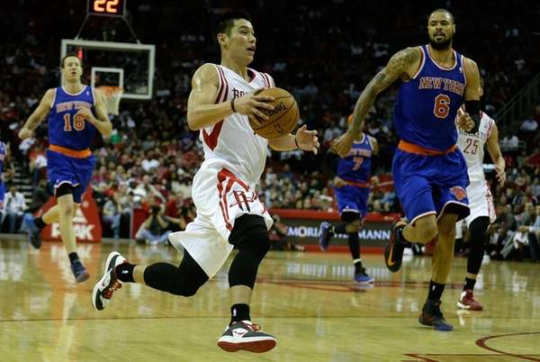 Houston Rockets guard Jeremy Lin drives upcourt past