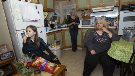 Hayley Elroumy, 10, her mom, Caron Elroumy and
