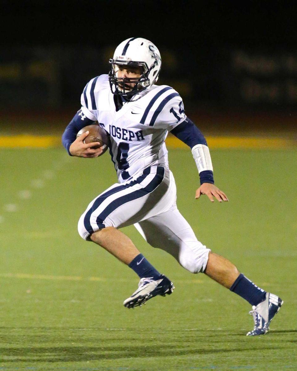 St. Joseph by the Sea quarterback Ryan Minlionica