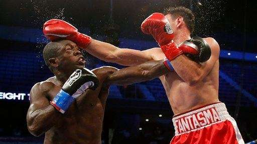 Robert Guerrero, right, and Andre Berto trade punches