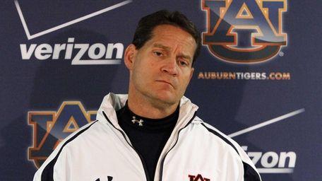 Auburn coach Gene Chizik talks to the media