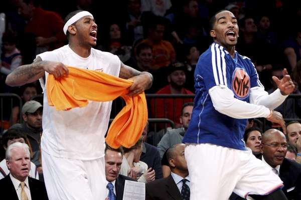 New York Knicks' Carmelo Anthony, left, and J.R.