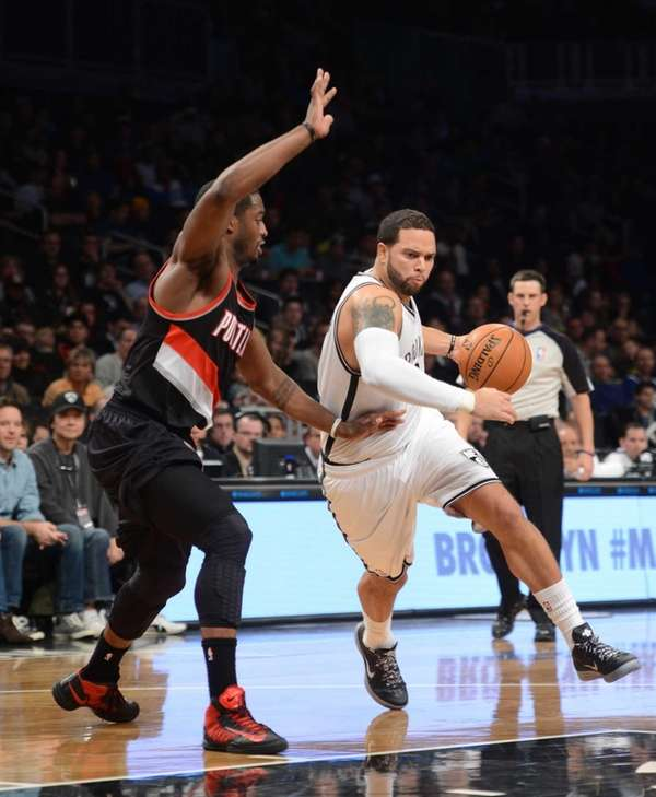 Brooklyn Nets' Deron Williams, right, drives past Portland
