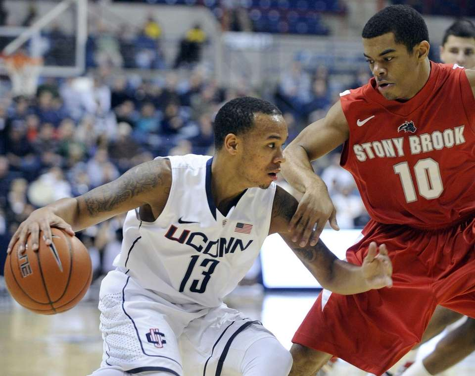 Connecticut's Shabazz Napier, left, drives past Stony Brook's