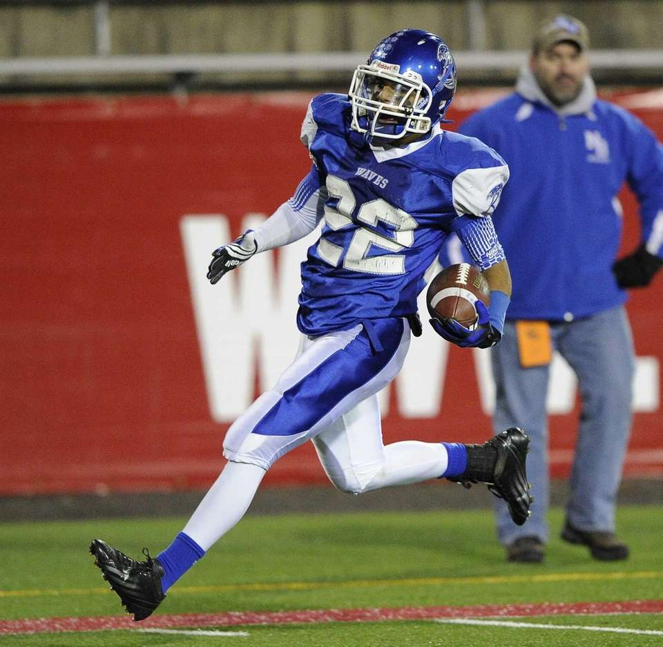 Riverhead's Jeffrey Pittman scores a second-quarter touchdown against