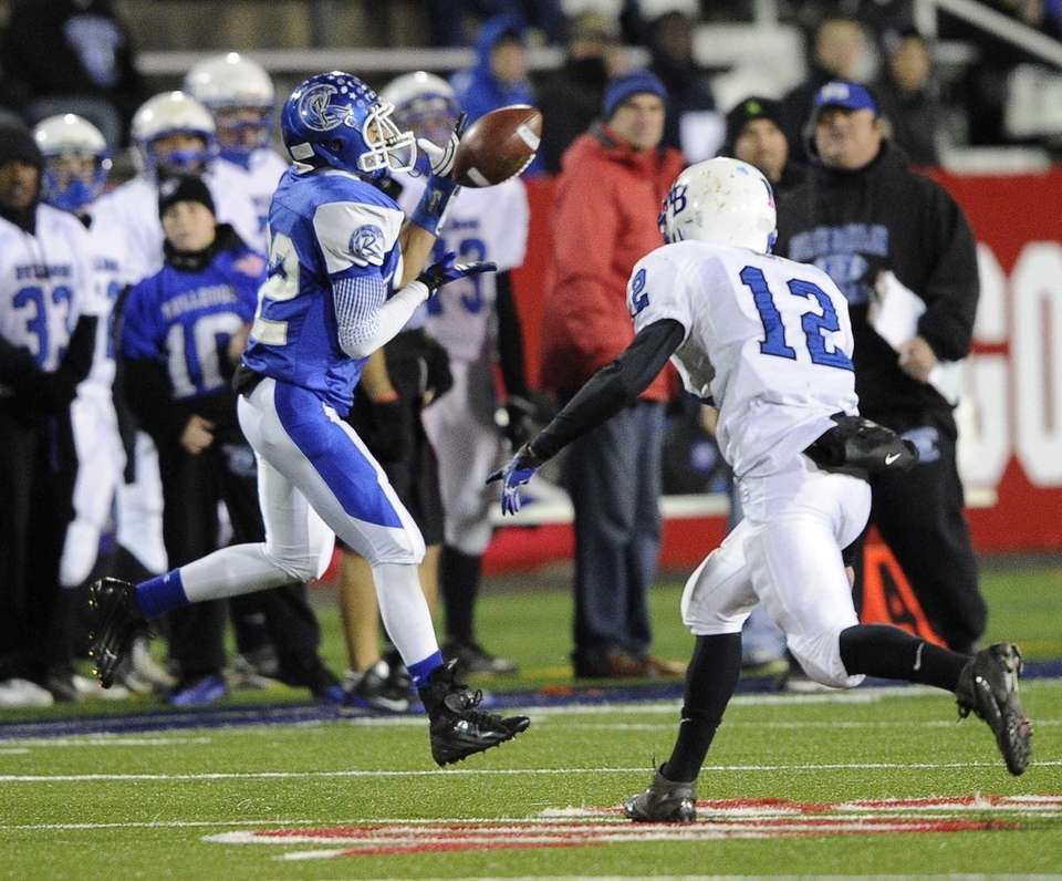 Riverhead's Jeffrey Pittman makes the catch along the