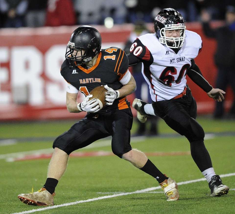 Babylon's Jake Carlock is chased by Mt. Sinai's