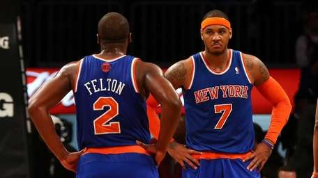 Carmelo Anthony and Raymond Felton look on in