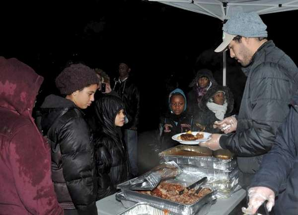 Jets quarterback Mark Sanchez volunteers with City Harvest