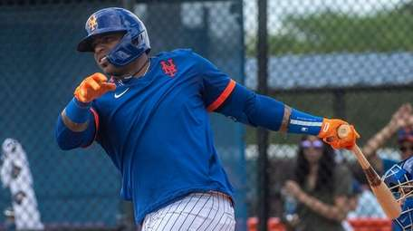 Mets outfielder Yoenis Cespedes takes on live batting