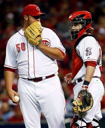 The Reds signed reliever Jonathan Broxton to a