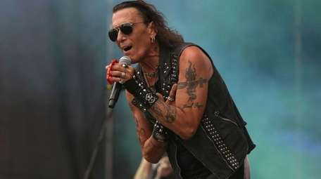 Ratt frontman Stephen Pearcy performs with the metal