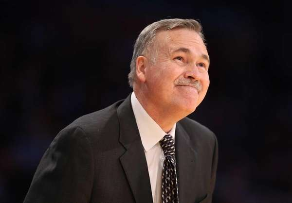 Los Angeles Lakers head coach Mike D'Antoni reacts
