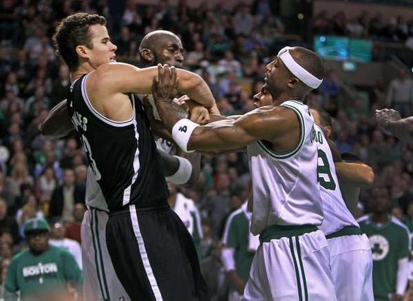 Boston Celtics forward Kevin Garnett, center, Rajon Rondo,