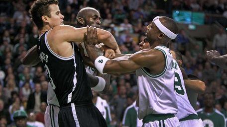 Boston Celtics forward Kevin Garnett, center, Rajon Rondo,